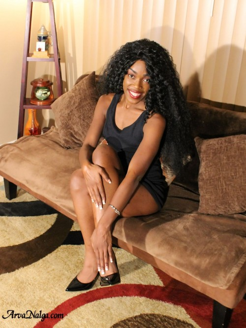 High heeled ebony Milf, Arva Nalga's, sexy legs.
